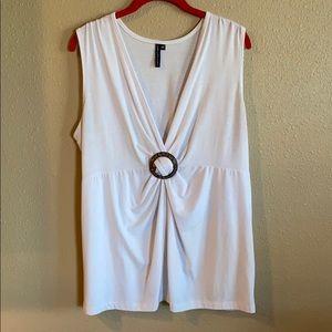 Cha Cha Vente White V Neckline T-shirt 2X